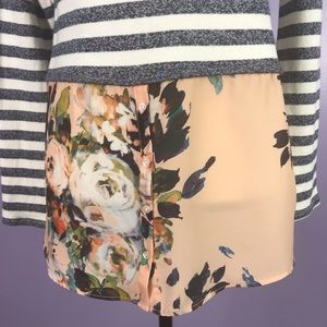 Anthropologie Sweaters - Anthropologie Postmark Small Sweater Grey Floral